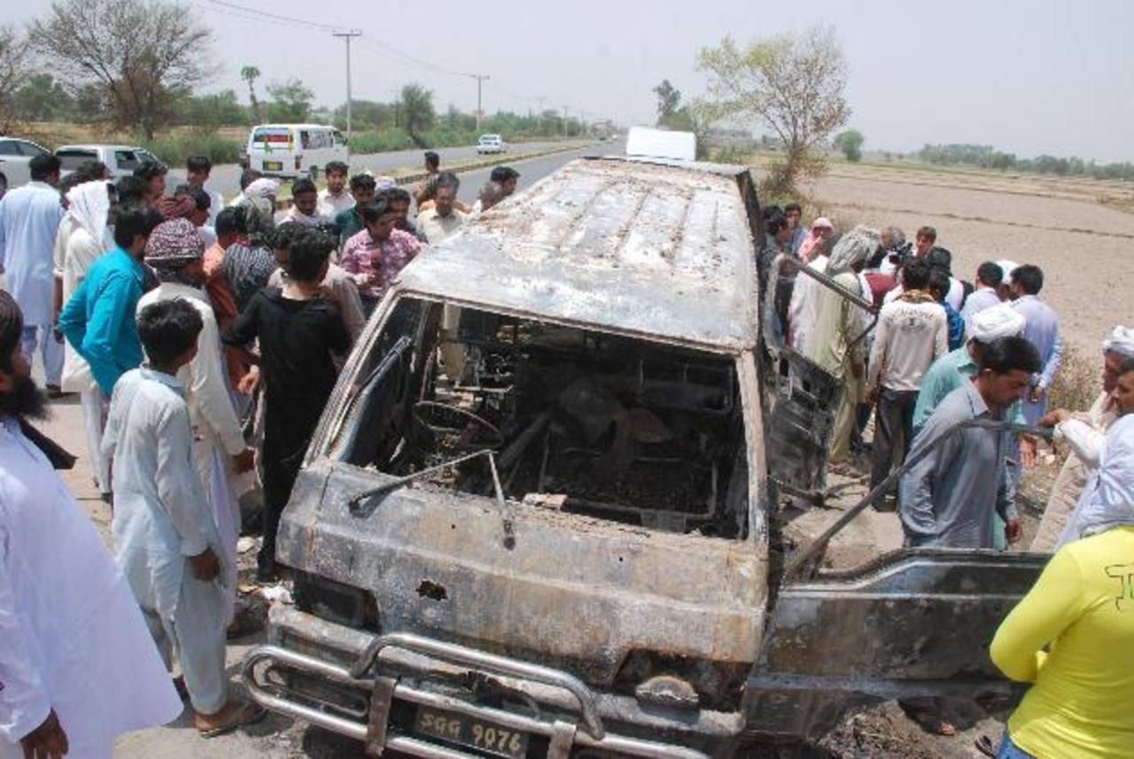 El vehículo escolar transportaba 22 estudiantes, de entre 5 y 15 años, cuando ocurrió el accidente, 12 de los cuales murieron calcinados en el acto , los demás más tarde. foto edh / EFE