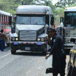 Policías guatemaltecos informaron que el flujo comercial por la frontera San Cristóbal ha disminuido. foto edh /marlon hernández