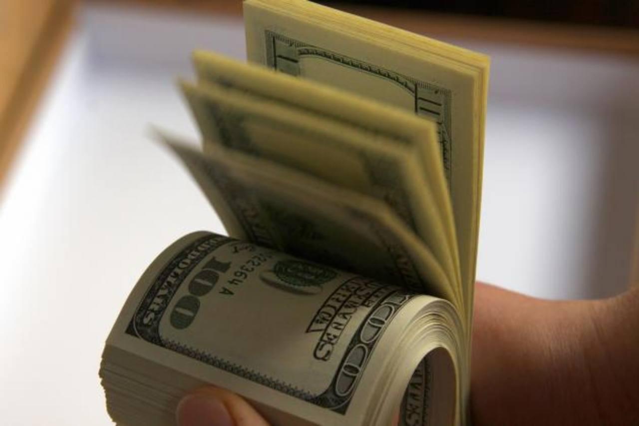 Una encuesta detalla que la banca presta más. foto edh