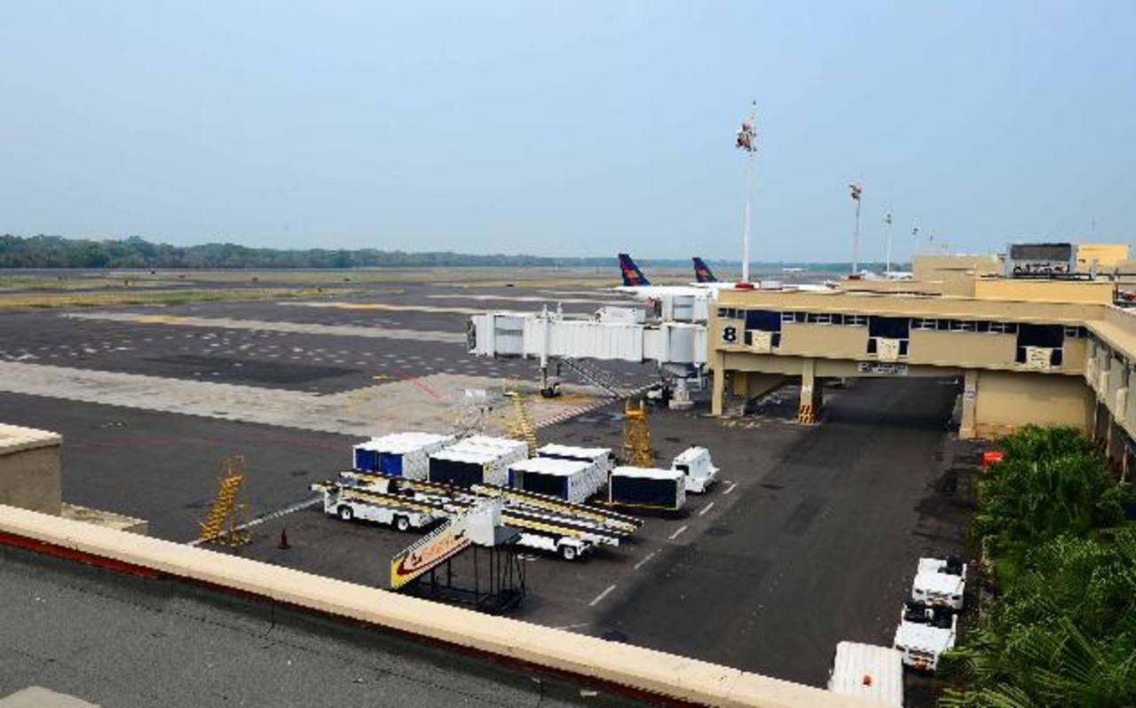 El Aeropuerto Internacional es uno de los proyectos con los que se podría atraer inversión extranjera. foto edh /archivo