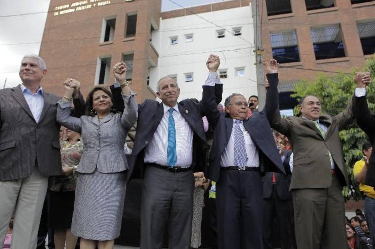 Tras negociaciones en Casa Presidencial, el FMLN y sus aliados impusieron a Ovidio Bonilla, como titular de CSJ. Contrariando el fallo de la Sala de lo Constitucional. Finalmente cedieron y nombraron a Salomón Padilla.