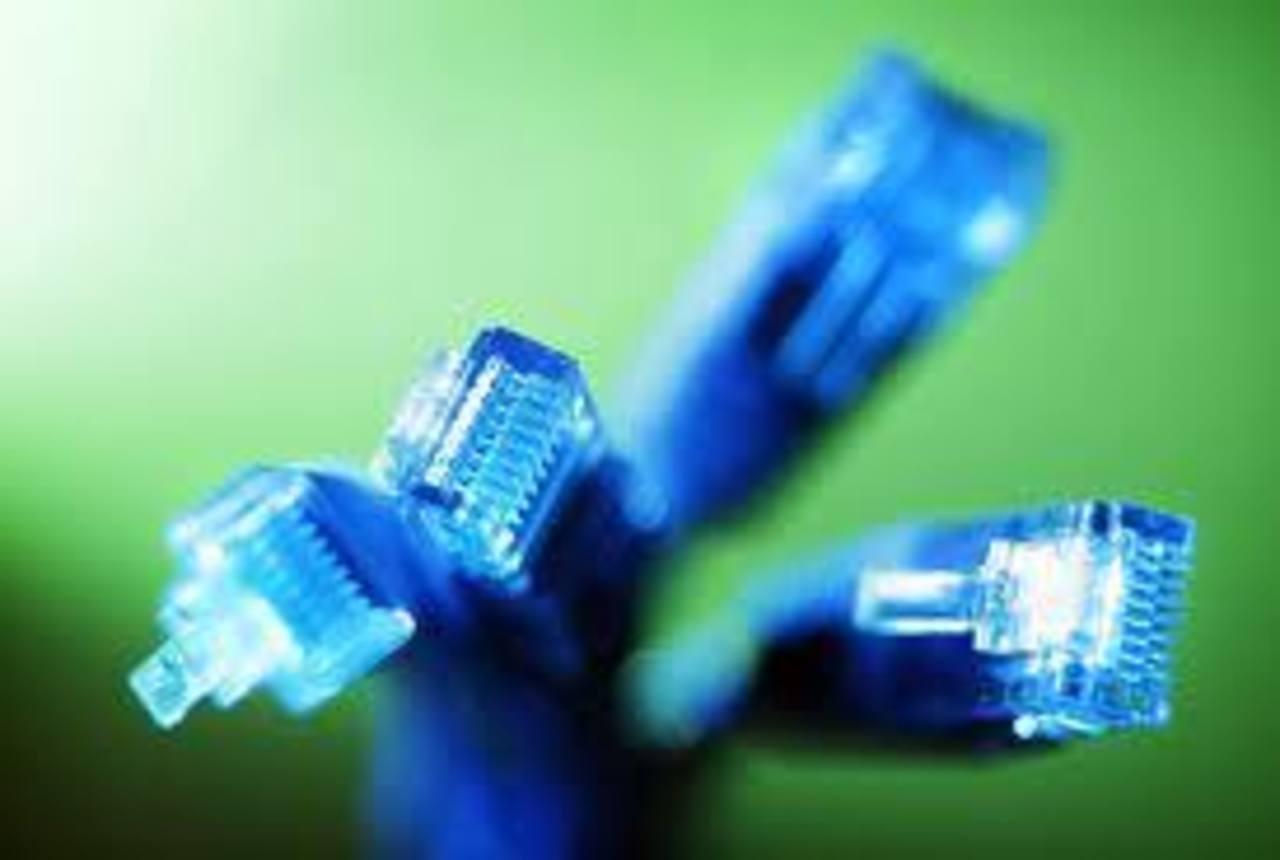 El Salvador, Costa Rica, Venezuela y Bolivia cuentan con velocidad baja a conexión a Internet. Foto EDH / archivo