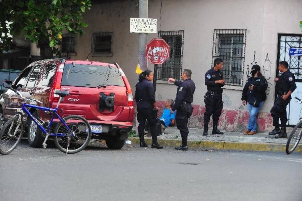 Un hombre de 51 años fue detenido con no menos de 50 piedras de crack dentro de su vehículo. Foto EDH / Lissette Lemus