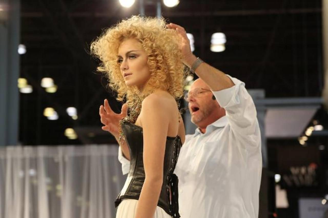 Cientos de profesionales de la industria de la belleza se reúnen anualmente en Nueva York para conocer y exponer tendencias.