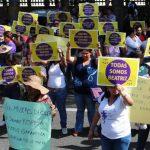 Asociaciones de mujeres protestaron frente a la CSJ por el caso de Beatriz. FOTO EDH/ARCHIVO