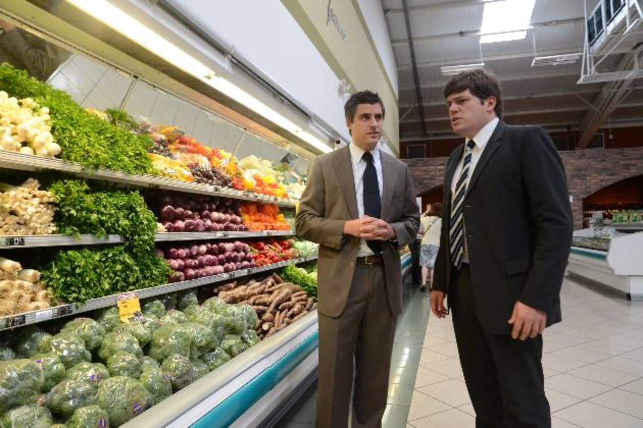 Carlos Calleja, vicepresidente Grupo Calleja, y Benedikt Hoffmann, gerente de Procredit. FOTO EDH / DAVID REZZIO