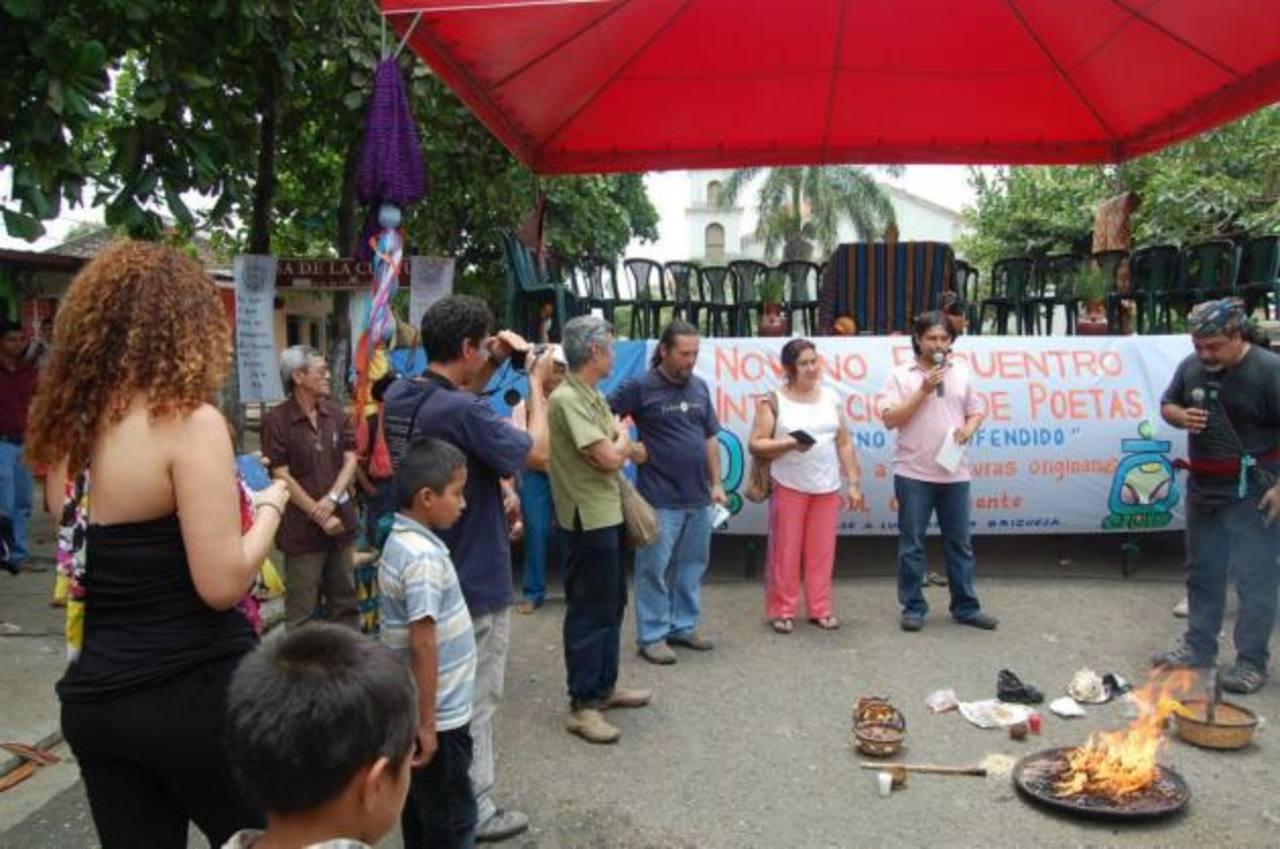 Lectura pública en Nahuizalco, departamento de Sonsonate.