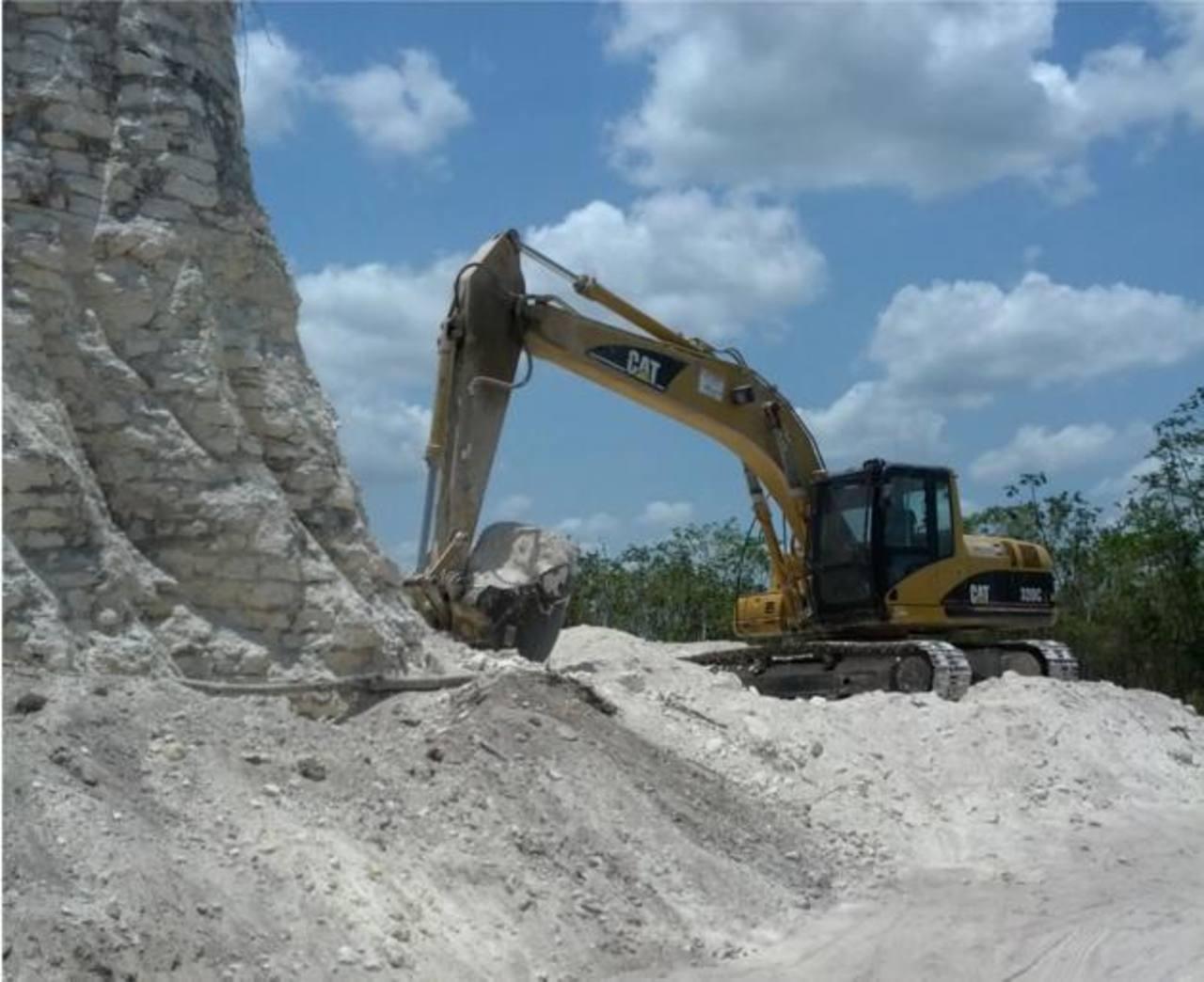 Destruyen una pirámide maya por construir carretera