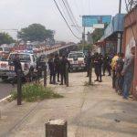 La Policía del Sistema 911 acudió a un negocio cercano al Árbol de la Paz tras ser alertados por una llamada telefónica de un ciudadano. Foto/ Vía Twitter Mauricio Pineda