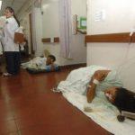 Imágenes de pacientes atendidas en el suelo fueron captadas la semana anterior. Foto/ Archivo