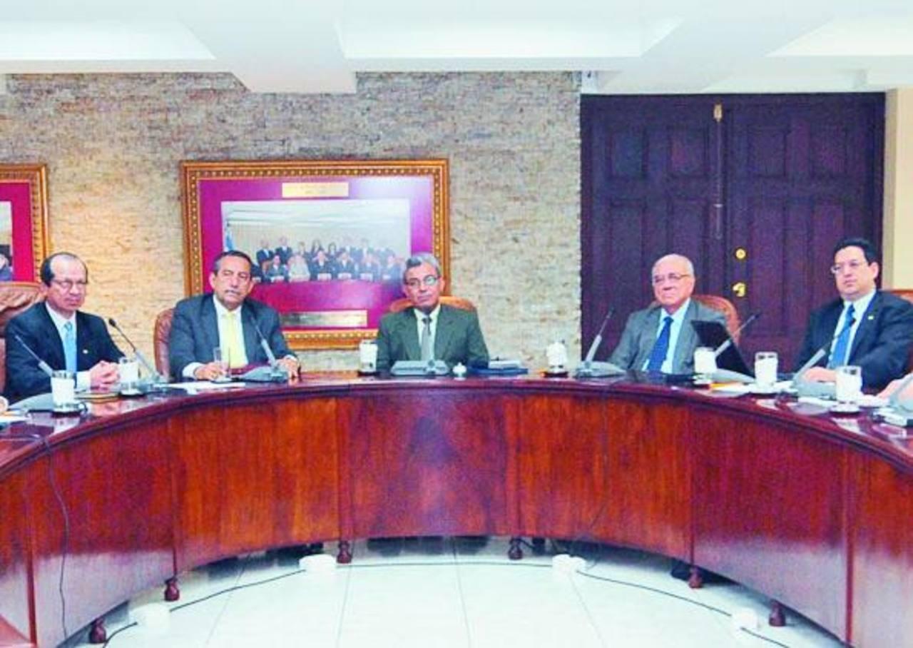 Sidney Blanco, Florentín Meléndez, Salomón Padilla, Belarmino Jaime y Rodolfo González, magistrados Sala Constitucional.