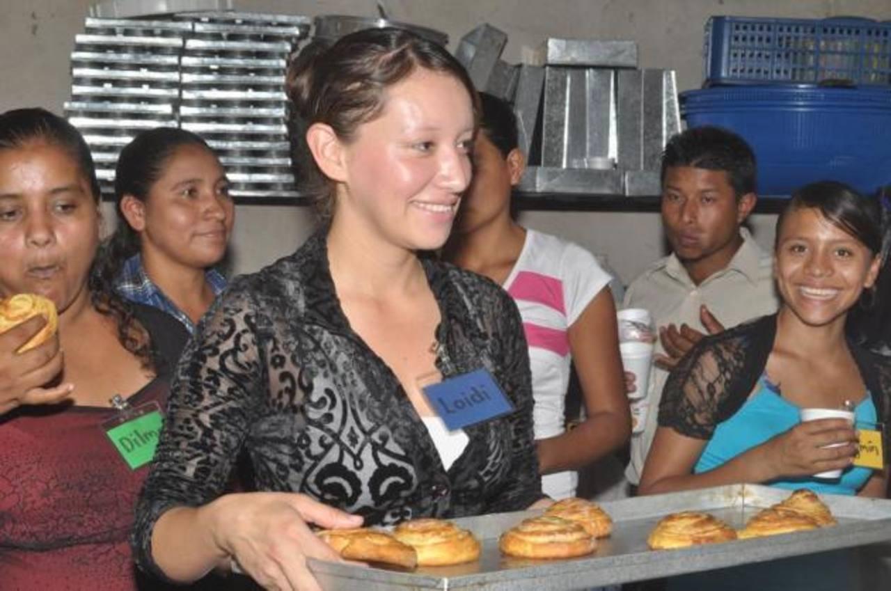 Los miembros de la panadería fueron capacitados por 100 horas. Foto EDH/ CORTESÍA