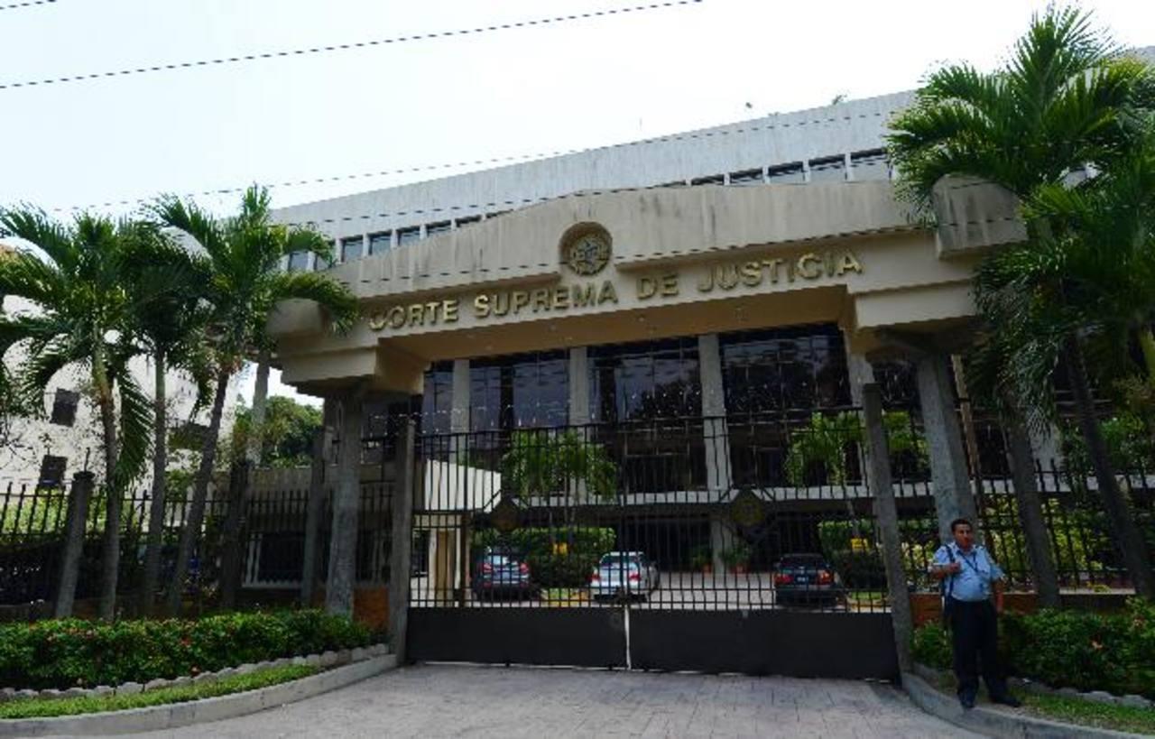 El Comité y Acción Ciudadana presentó ayer un recurso contra cuatro magistrados de la CSJ. Foto EDH / Archivo