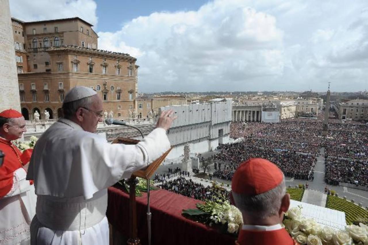 Francisco hizo estas declaraciones tras la bendición del Angeluz en la plaza de San Pedro, refiriéndose por primera vez a la mafia desde que se convirtió en pontífice. foto edh / ARCHIVO.