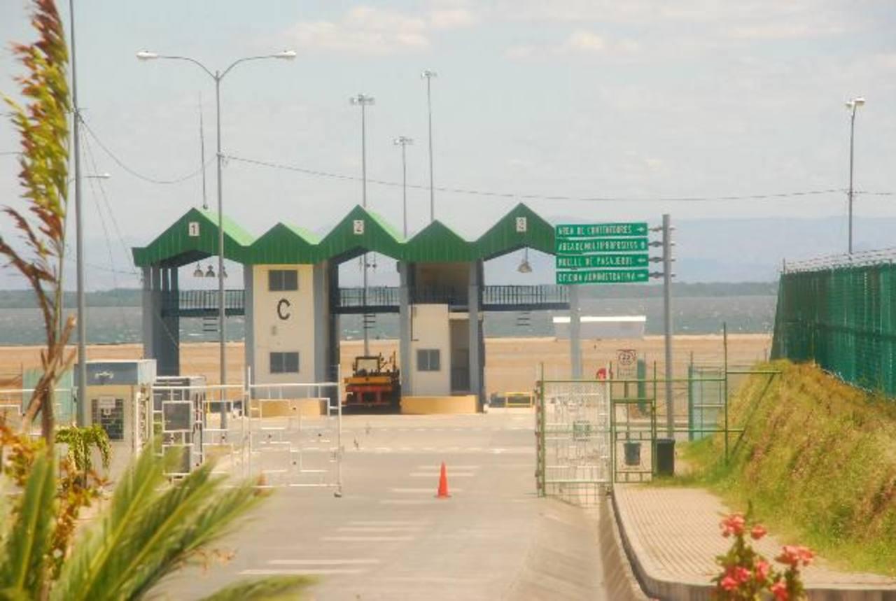 El puerto de La Unión aún no está operando pues el Gobierno aún no lo concesiona; eso forma parte del freno al desarrollo económico del país, según Fusades. foto edh / archivo