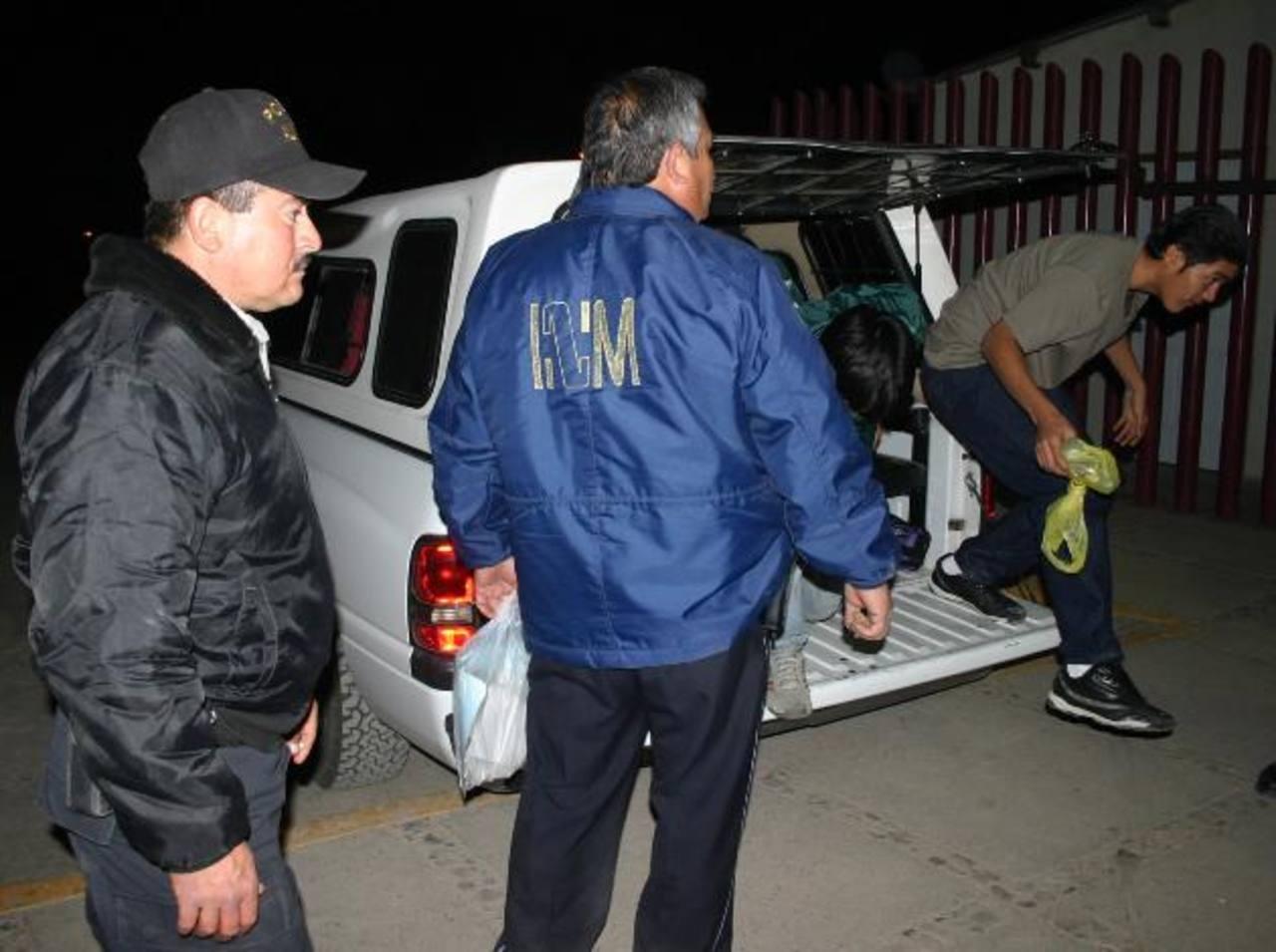 Detienen a 18 salvadoreños en México