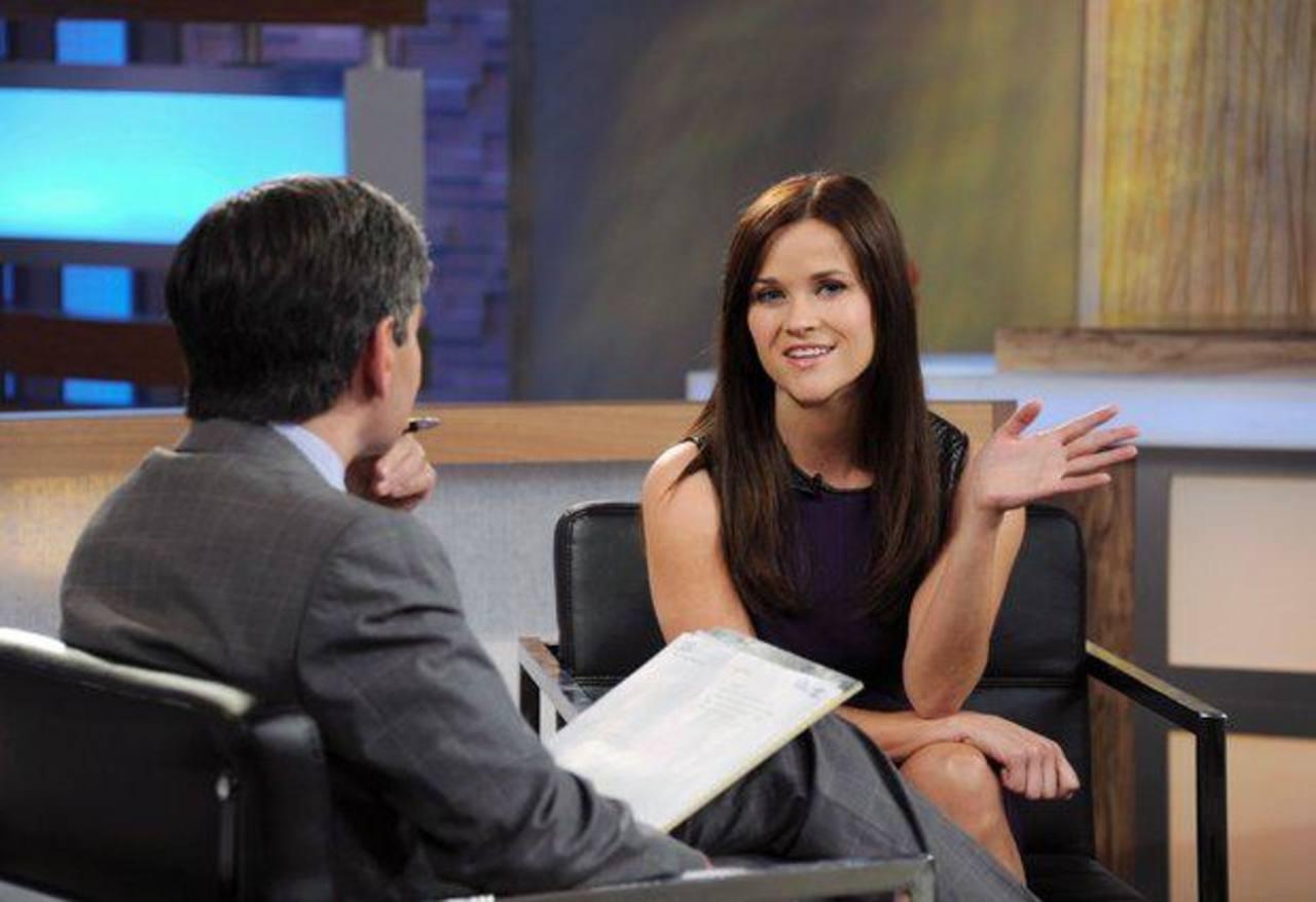 Reese Witherspoon durante una entrevista con George Stephanopoulos en Good Morning America.
