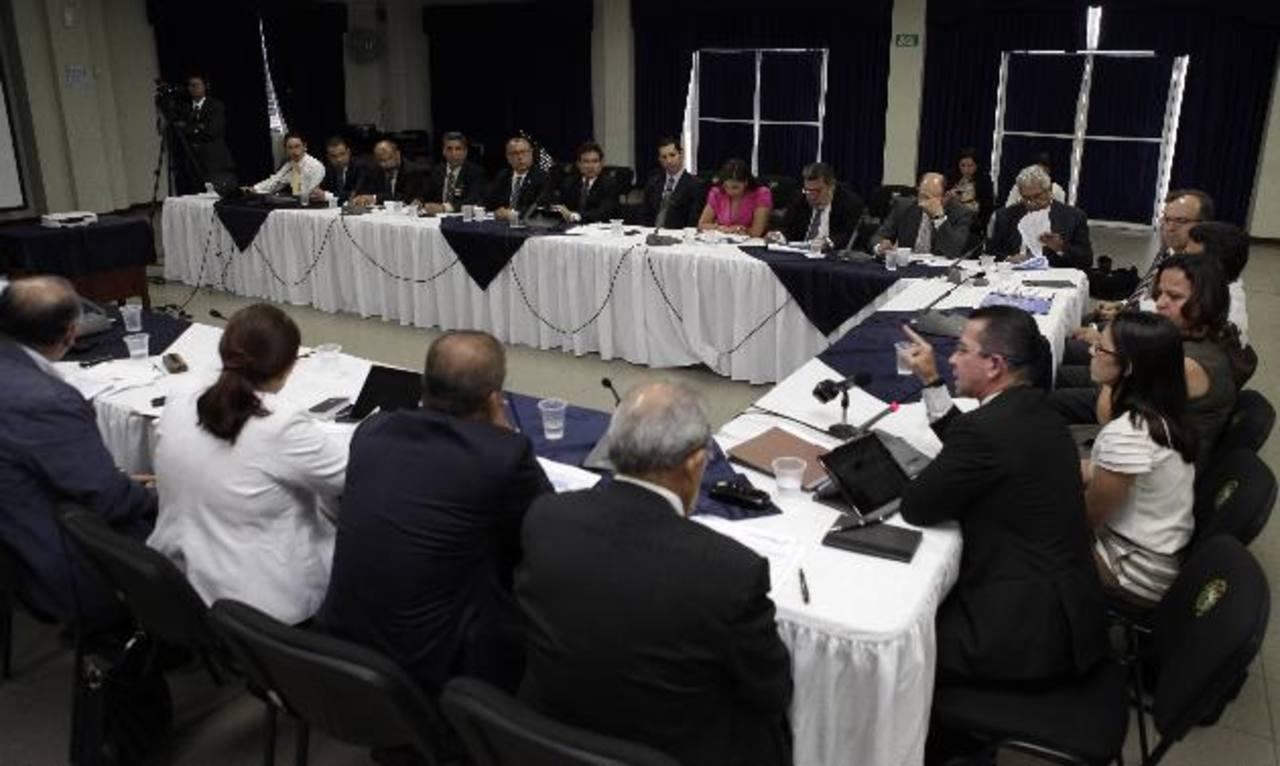 El Gobierno reunió el jueves a los candidatos presidenciales para exponerles el tema de Fomilenio II. Foto EDH / capres