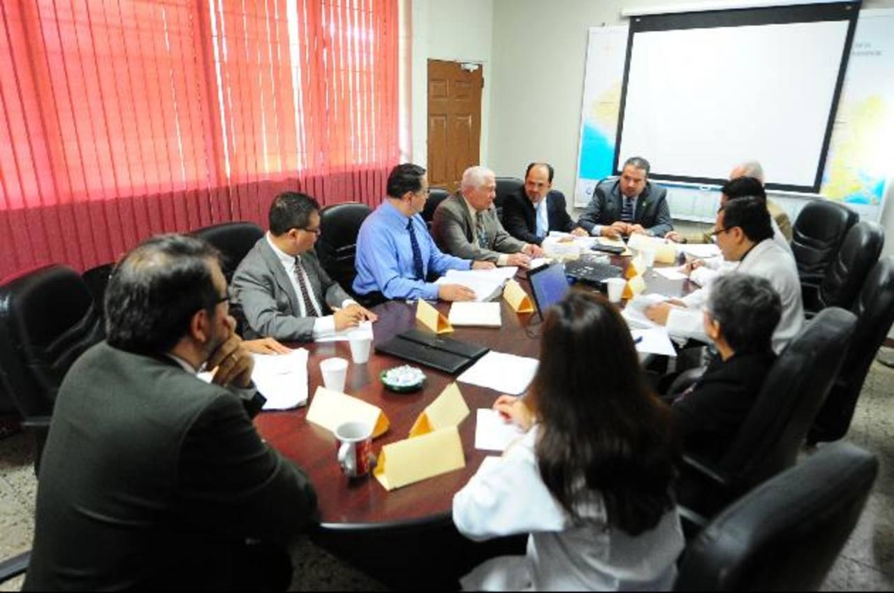 Especialistas invitados y de Medicina Legal dieron insumos para el informe que haría esa institución para la CSJ. Foto EDH
