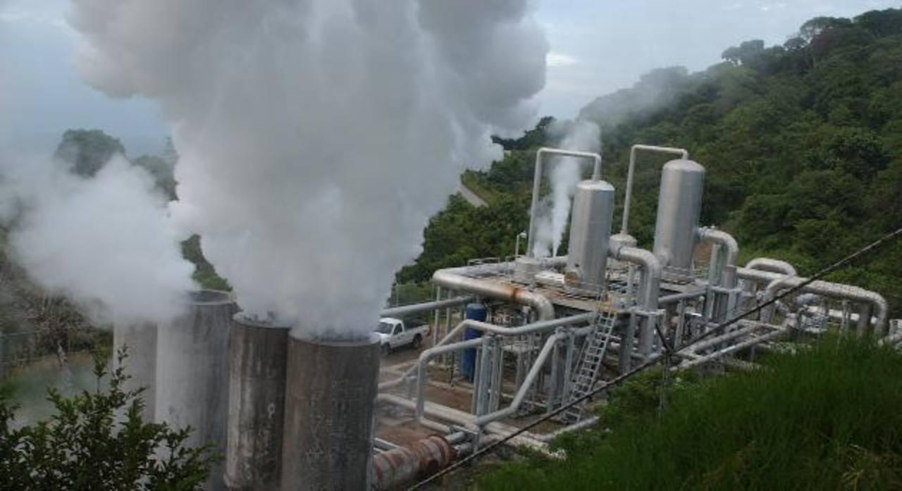 El litigio entre Cel y Enel Green Power en torno a la geotérmica LaGeo provoca desconfianza en inversionistas. FOTO EDH
