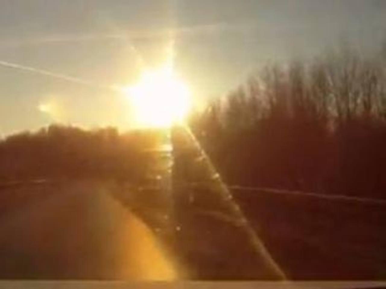 Esta imagen fue tomada en febrero de este año, cuando un meteorito cayó en Rusia. FOTO EDH/ARCHIVO
