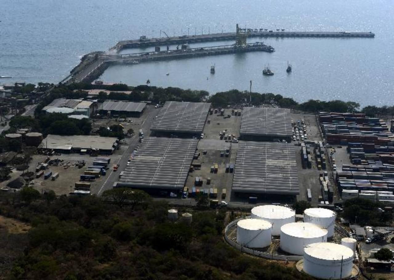 De no aprobarse pronto la Ley de Asocios Público Privados, no se pondría en marcha el desarrollo de los puertos, entre otros proyectos del Gobierno. foto EDH / archivo