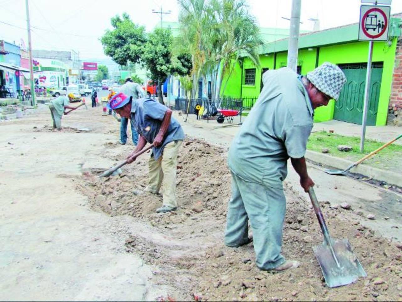 La comuna invertirá entre ocho y diez mil dólares en reparar la vía. Foto EDH / Mauricio Guevara