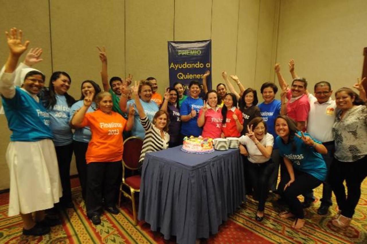 Fue una tarde de sorpresas y alegría para los representantes de diez organizaciones. fotos edh / lissette monterrosa