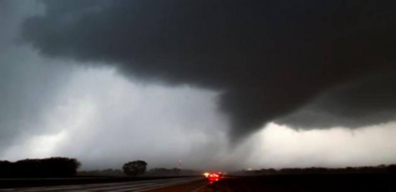 Vídeo: Tornados azotan Kansas y Oklahoma