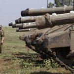 Soldados y tanques israelíes a cerca de la línea entre Israel y Siria en el Golán. foto edh / Reuters