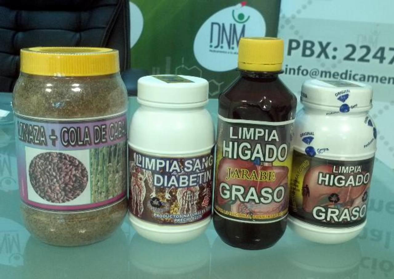 Parte de los fármacos analizados por la Dirección de Medicamentos y en los que se encontró una serie de bacterias y otros contaminantes. Foto EDH / Yamileth Cáceres