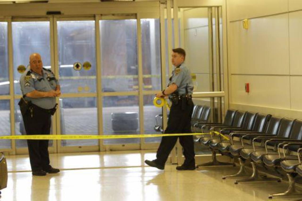 Los disparos se realizaron en el punto de control de seguridad de la terminal B del aeropuerto de Houston. Foto tomada de www.chron.com