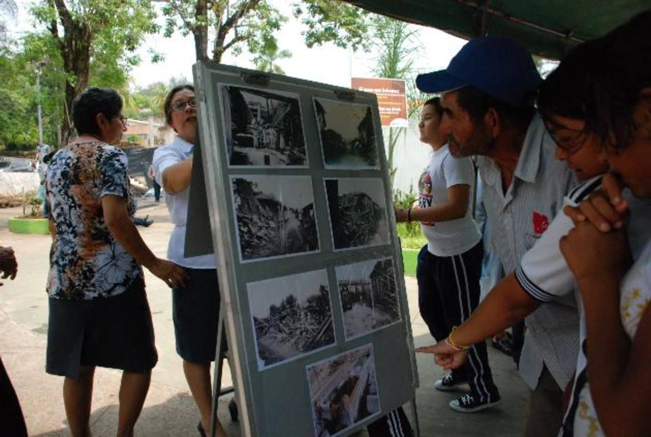 Instituciones educativas y la ciudadanía participaron de la conmemoración del desastre que destruyó Jucuapa hace 62 años. foto edh / lucinda quintanilla