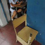 El Instituto de Apopa, al igual que otros, lidia con una difícil situación financiera, pues Educación no les asigna los fondos necesarios. Eso no permite rehabilitar y comprar pupitres, computadoras y reparar los centros. Foto EDH / Lissette Monterro