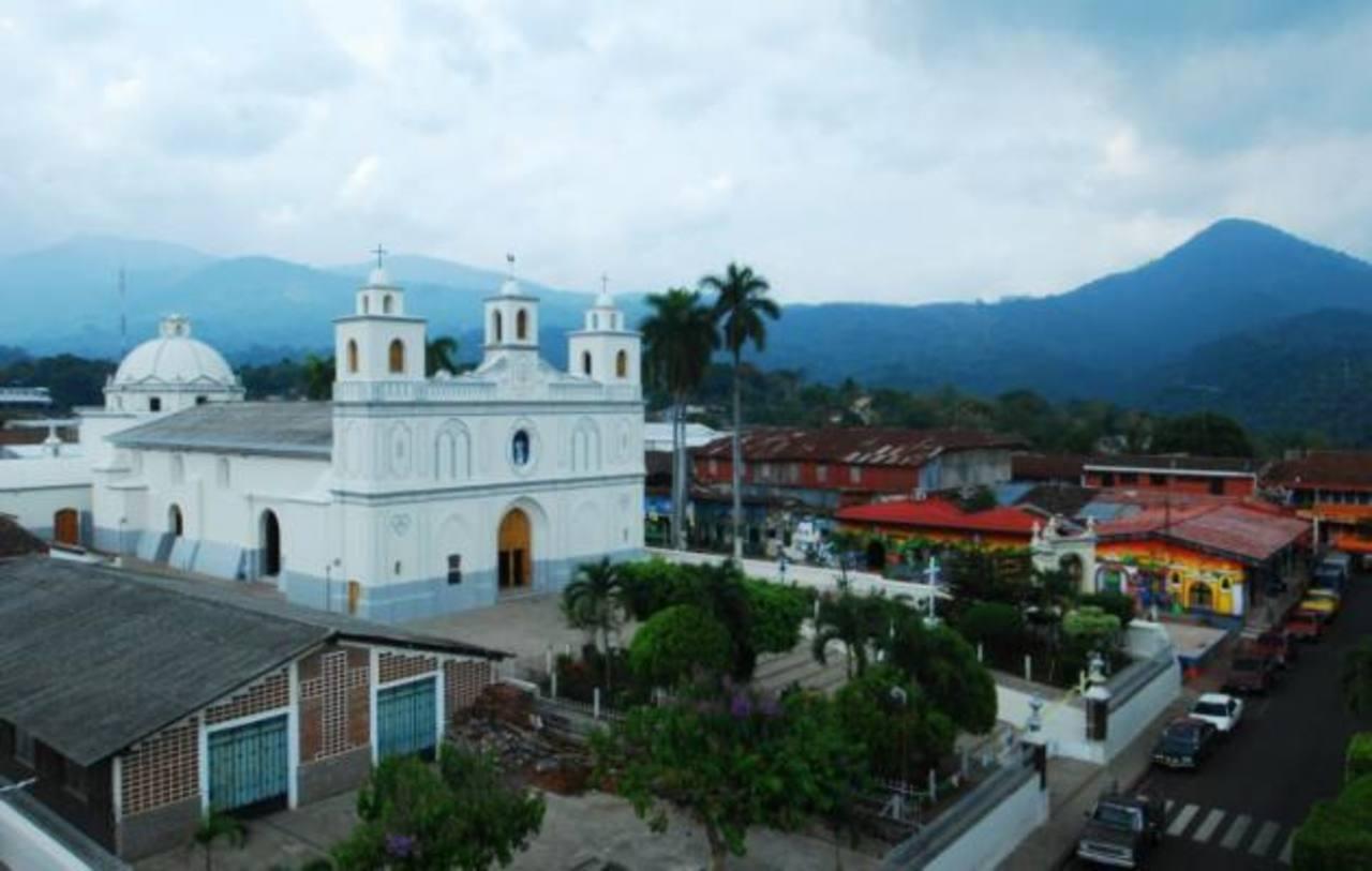 La parroquia Nuestra Señora de la Asunción. Foto EDH/ René Estrada