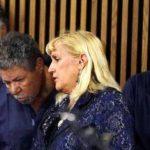 Los hermanos Castro junto a la procuradora Kathleen DeMetz. Foto/ AP