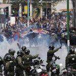 Las marchas fueron enfrentadas por la Policía, quien roció gases lacrimógenos. Foto/ AP