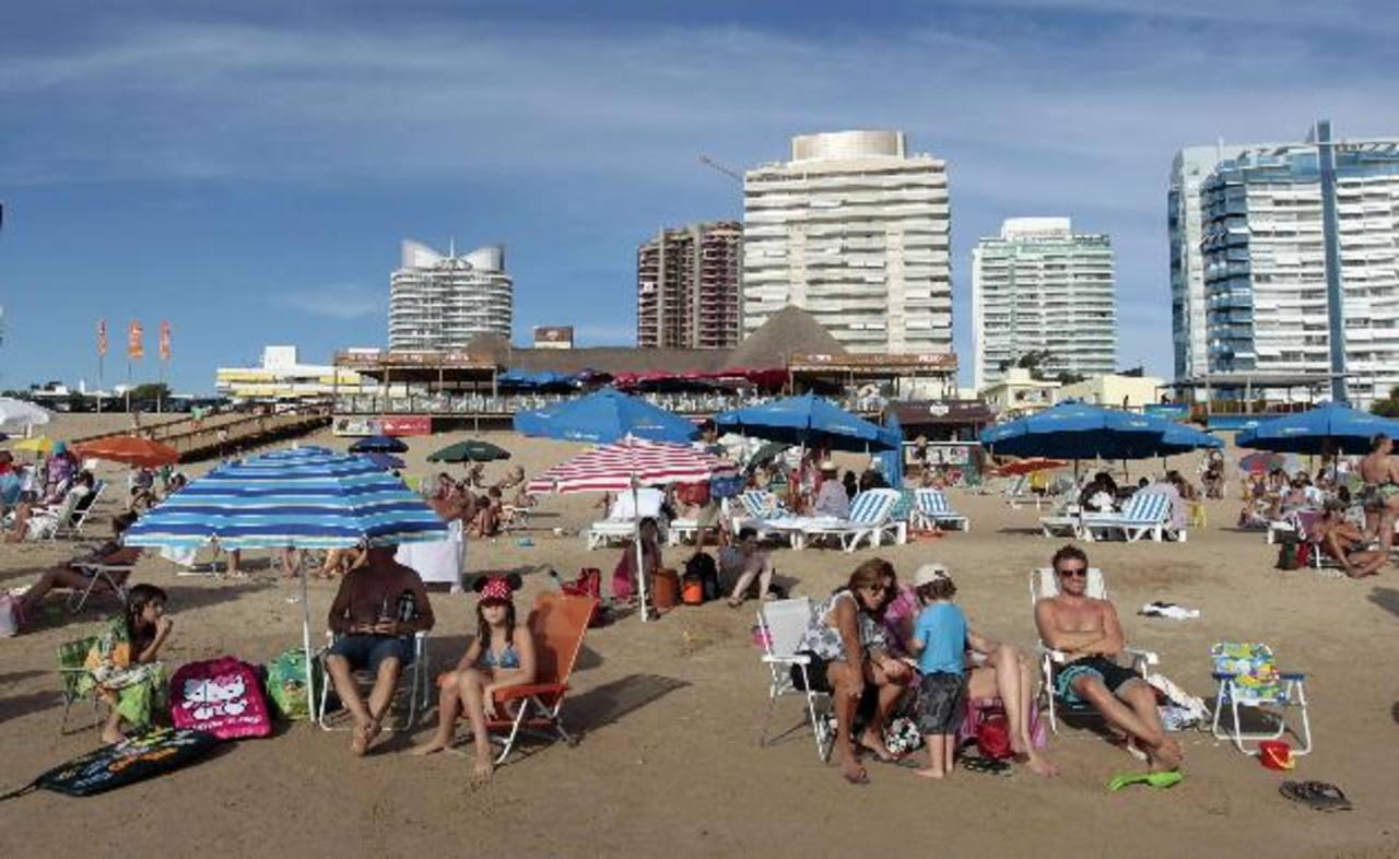 Las llegadas de turistas a América crecieron un 4 % el pasado año y los ingresos en un 6.9 %. foto EDH