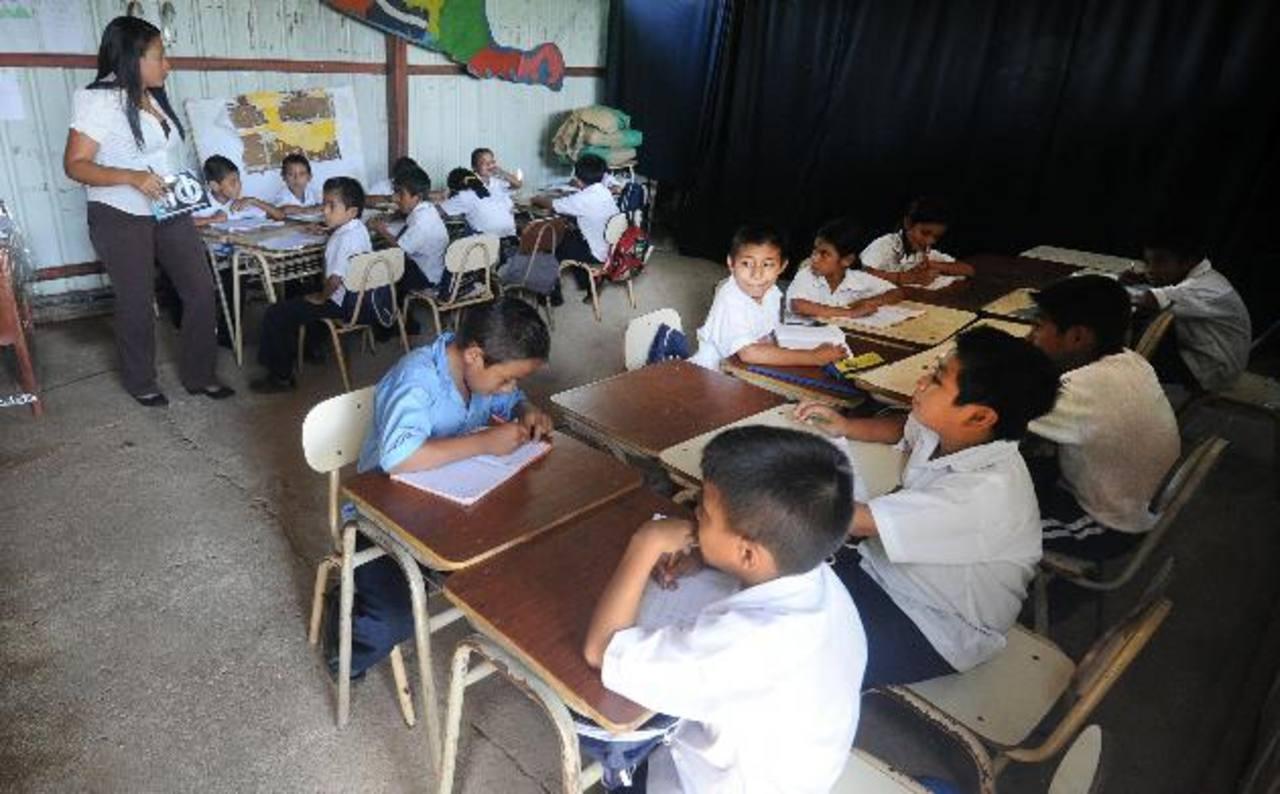 Los maestros necesitan materiales para trabajar con los alumnos. foto edh /ARCHIVO