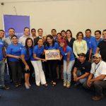"""El equipo que participó en el festival """"Sand and the city"""", junto al director ejecutivo de EDH, Fabricio Altamirano, y autoridades del museo. FOTO Marlon Hernández"""