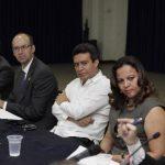 La sesión estuvo encabezada por el secretario técnico de la Presidencia, Alexander Segovia (blanco), que informó sobre la propuesta gubernamental para el segundo compacto. foto edh