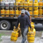 Al polémico tema del subsidio al gas propano ahora se suma el de un posible desabastecimiento. foto edh / ericka chavez