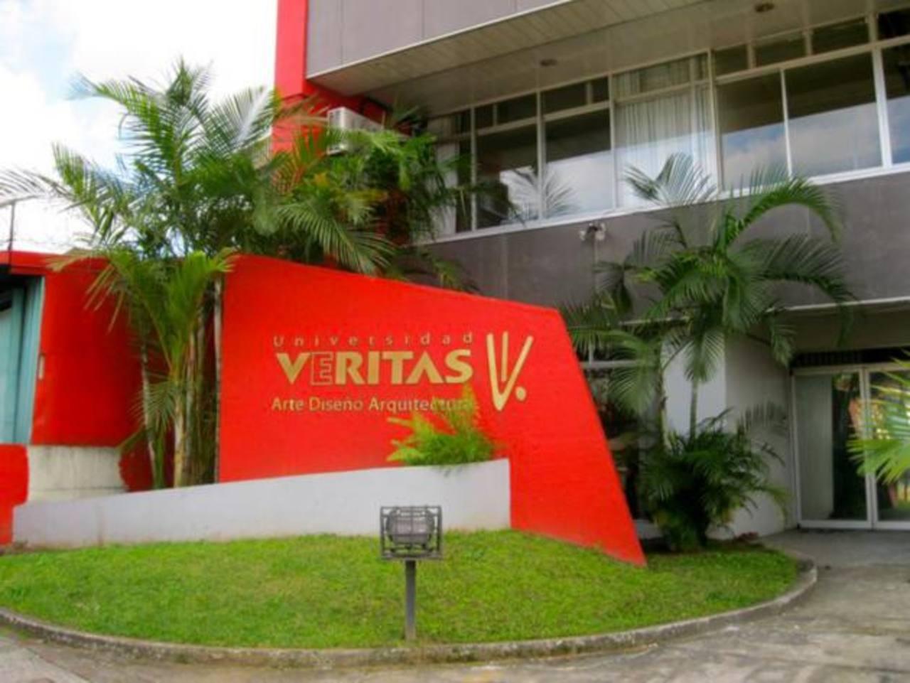 La Universidad de Véritas es una de las que más invierte en infraestructura.La industria aeronáutica genera en El Salvador $120 millones anuales en venta de servicios. Omar Carbonero