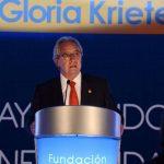 """El empresario y presidente de la Fundación Gloria de Kriete, Roberto Kriete, al momento de pronunciar su discurso en la gala """"Ayudando a quienes ayudan"""". FOTO: EXPANSIÓN/archivo."""
