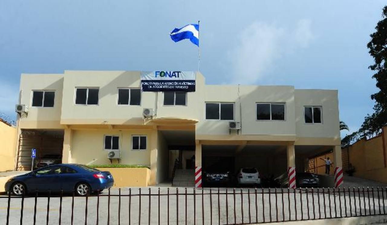 La única oficina del Fonat recibe pocos ciudadanos que llegan a reclamar la indemnización. Foto EDH / Lissette Lemus