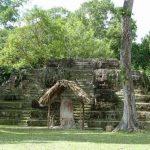 """La comunidad de Uaxactún ("""" nacida del cielo"""" ), en Petén, es la única que posee su nombre original."""