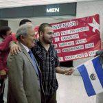 Salvador Sánchez Cerén, candidato a la presidencia por el FMLN, fue recibido ayer por una comitiva de salvadoreños que vive en Washington. Foto EDH / archivo