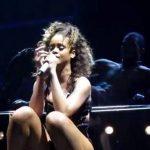 Vídeo: Rihanna enciende a fans en concierto