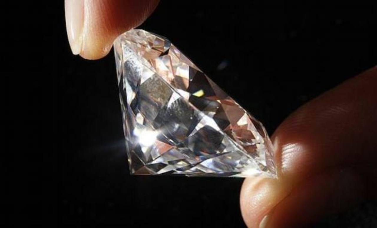 Hallan diamantes valorados en $600 millones en avión