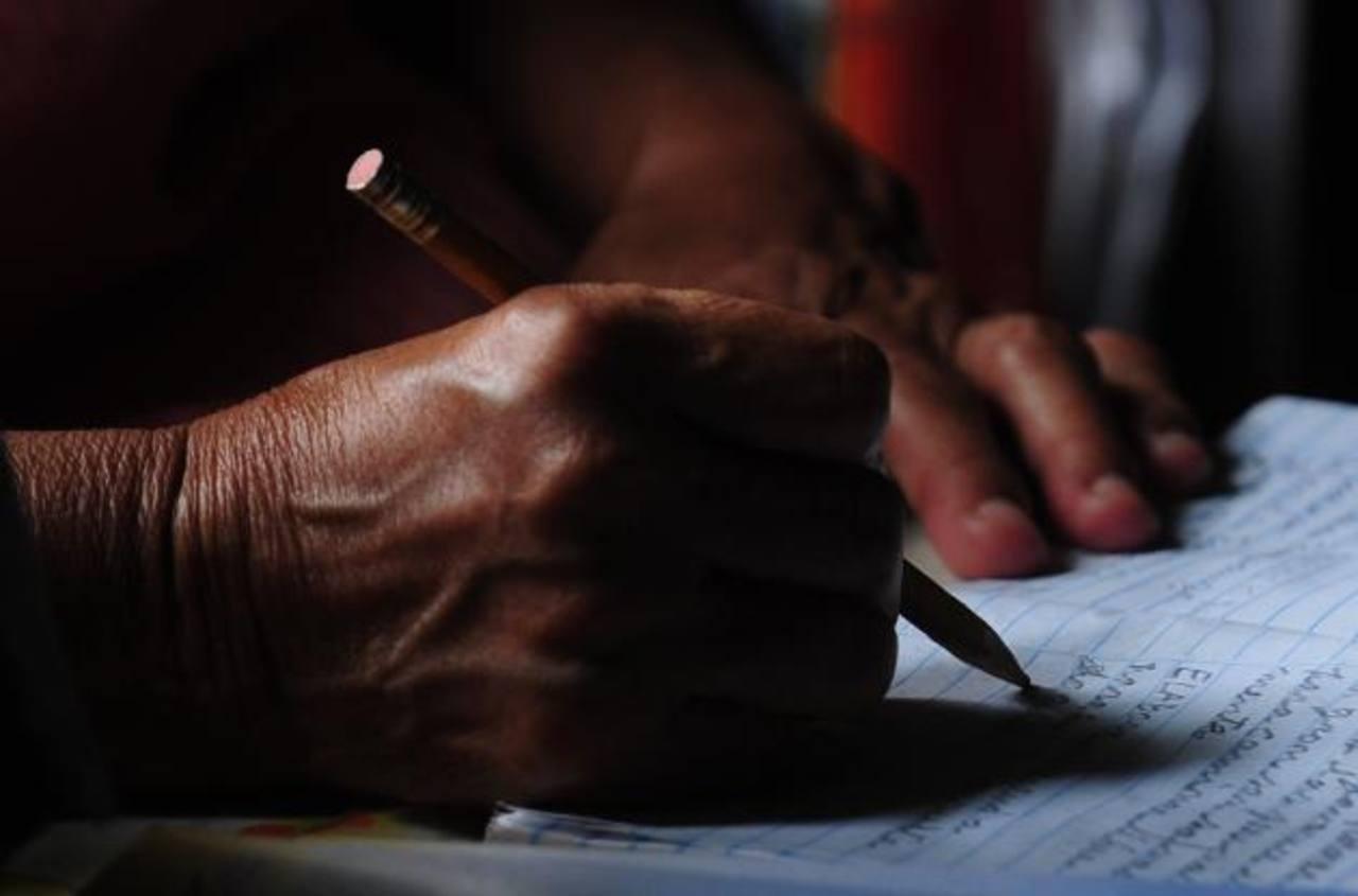Las autoridades buscan reducir el número de personas analfabetas en la ciudad. Foto EDH